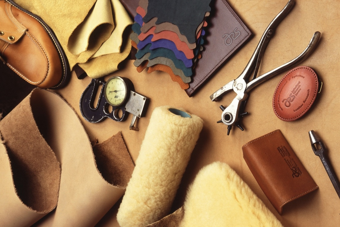 thumb_leathercraft-1916142_1024