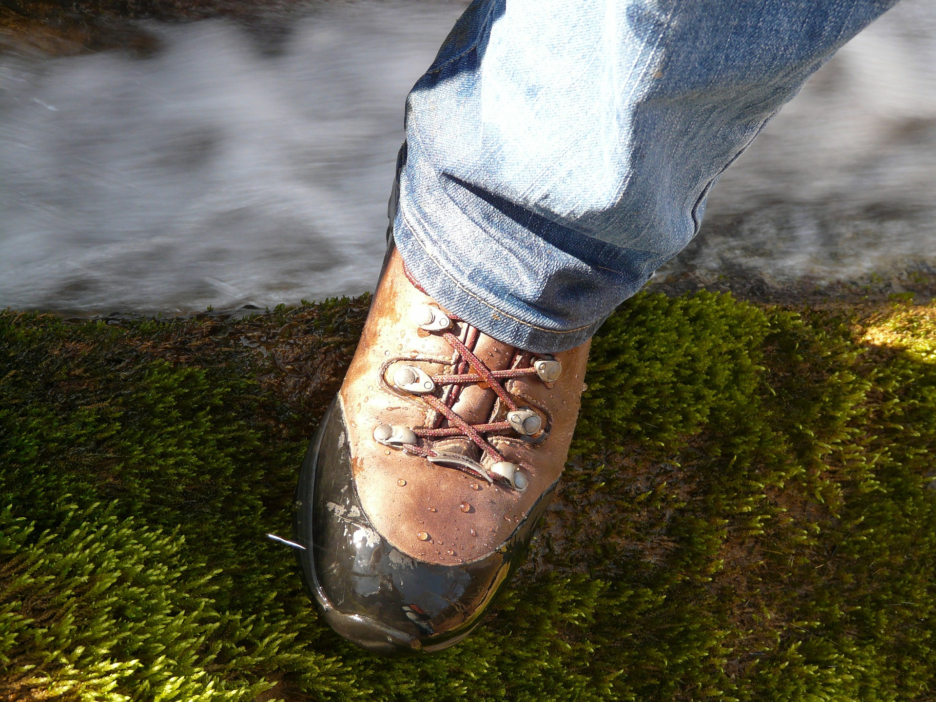 hiking-shoes-5678_1920